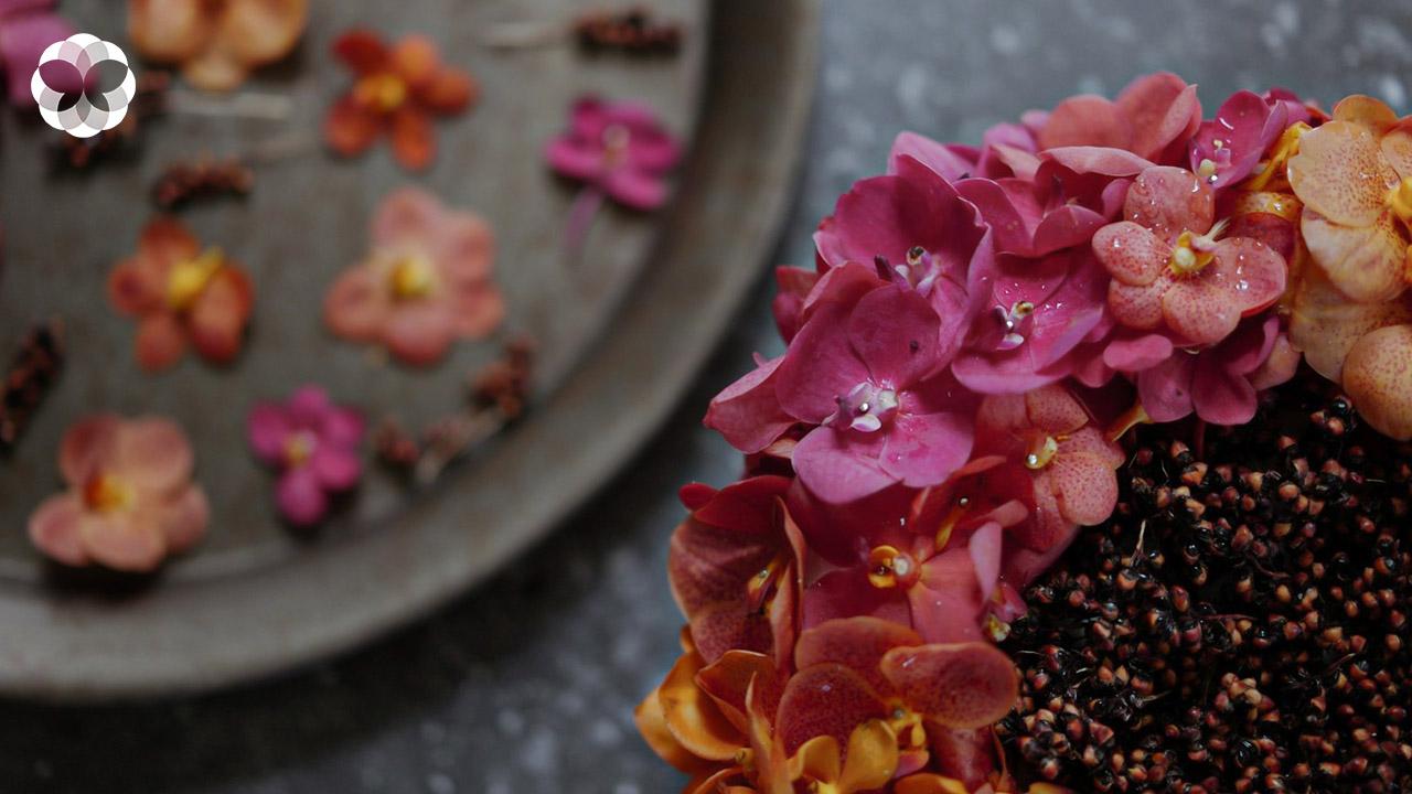 Color of Oriental พานดอกไม้ กล้วยไม้สกุลเข็ม