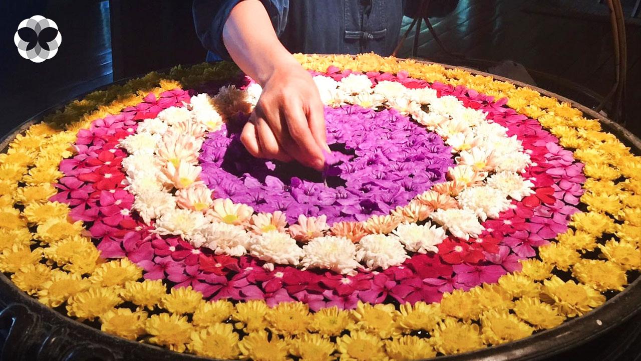 บุปผาวารี ศิลปะการลอยดอกไม้บนผืนน้ำที่ทำให้ใจสงบนิ่ง